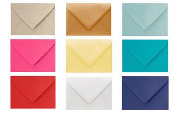 Gekleurde onbedrukte enveloppen